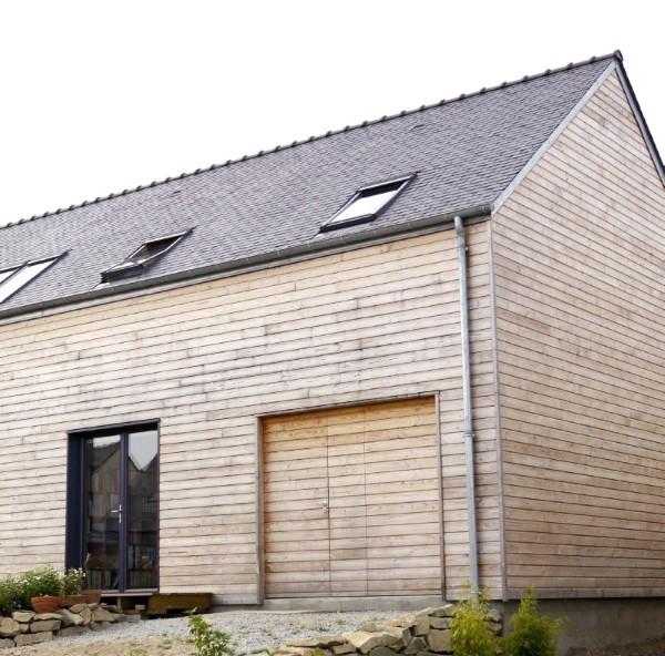 Simple maison cologique en bois u olaf baer ploemel ue for Architecte prix maison